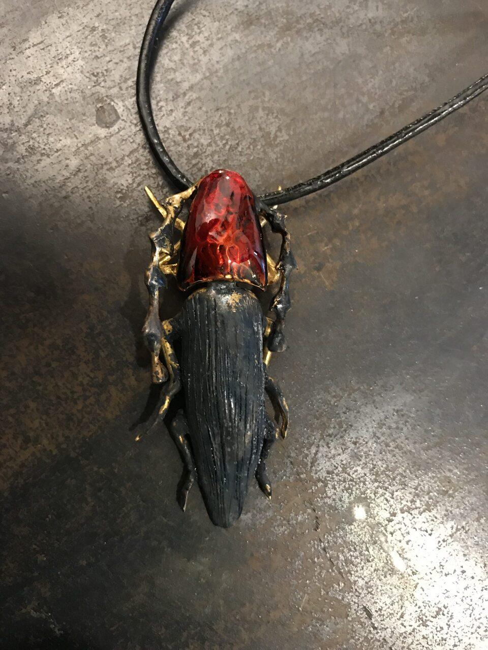 ciondolo insetto
